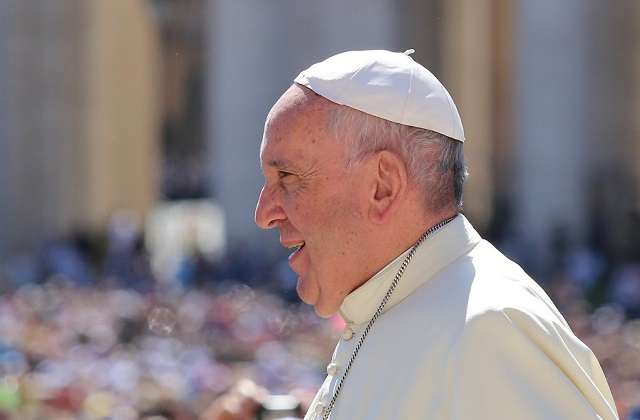 Pope_Francis_in_St_Peters_Square_for_a_Jubilee_of_Mercy_audience_June_18_2016_Credit_Alexey_Gotovskiy_CNA
