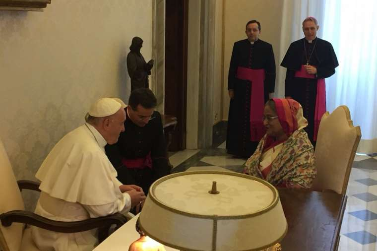 Pope_Francis_meets_Bangladesh_Prime_Minister_Ms_Sheikh_Hasina_at_the_Vatican_Feb_12_2018_Credit_Marco_Mancini_CNA