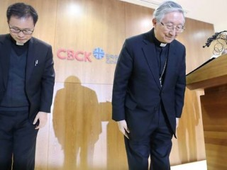 south-korean-archbishop-hyginus-kim-hee-joong-bowed-in-apology-during-a-press-conference-over-allegations-a-priest-abused-a-woman-1519807759213-2