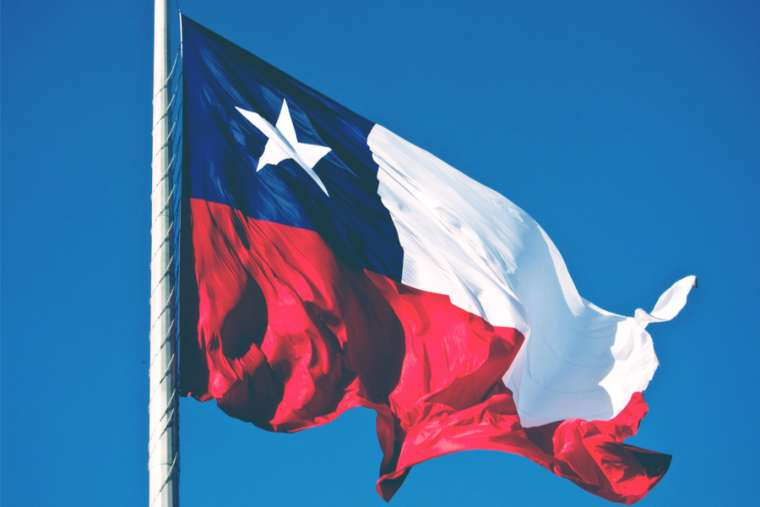 Flag_of_Chile_Credit_Juan_R_Velasco_Shutterstock_CNA