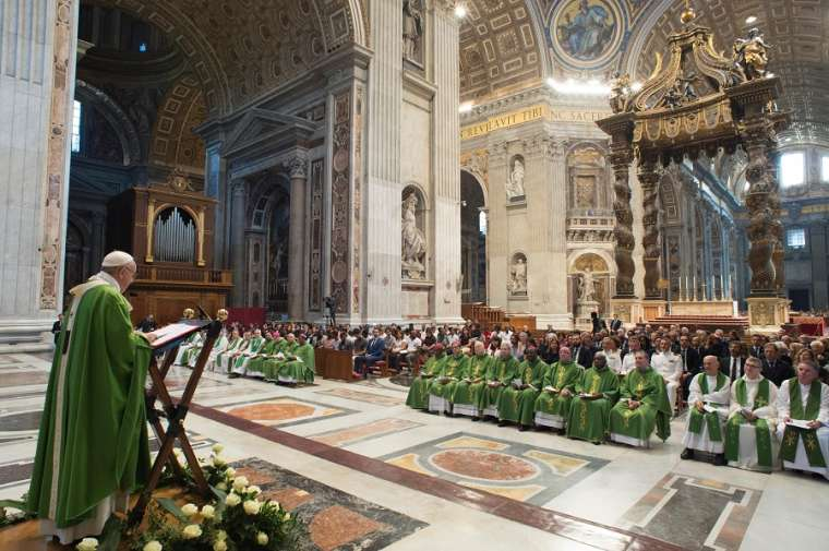 Pope_Francis_says_a_special_Mass_for_migrants_in_St_Peters_Basilica_July_6_2018_Credit_Vatican_Media