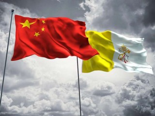 Flags_of_China_and_Vatican_City_Credit_FreshStock_on_Shutterstock_CNA