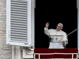 Pope Francis waves to the crowds at the Sunday Angelus 0