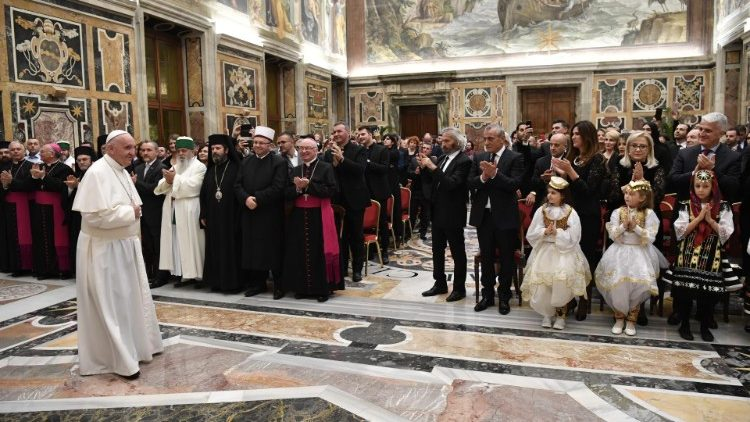20181120 The Pope welcomed 200 delegates from all Albanians 00