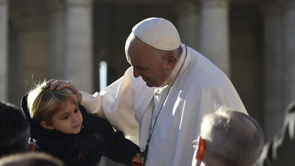 20181121 Pope Francis arrives for the Wednesday General Audience (10)