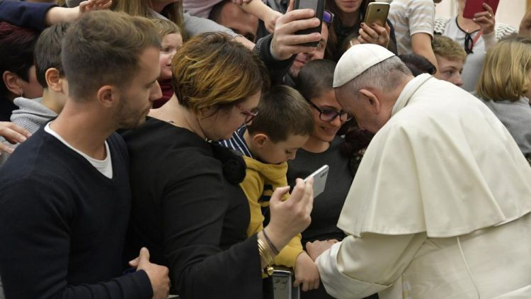 20181205 Pope Francis arrives in the Paul VI Hall for Wedneday's General Audience 14