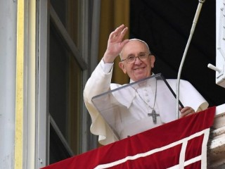 Pope Francis greets the faithful at the Sunday Angelus  (Vatican Media)