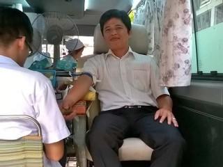 Anh Thục Vũ - một giáo dân tại Sài Gòn cho biết anh đã 28 lần hiến máu nhân đạo. Trong ảnh, anh đang hiến máu lần gần nhất vào Chúa Nhật Lễ lá vừa qua do giáo xứ tổ chức.
