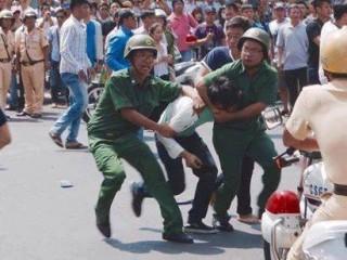 Người biểu tình bị đánh đập dã man sáng 8/5 tại Sài Gòn
