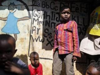 Trẻ em tại một khu ổ chuột  (ANSA)