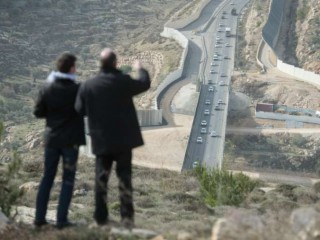 Một giám mục khảo sát việc xây dựng một bức tường ngăn cách ở Thung lũng Cremisan của Palestine, ngày 17 tháng 1 năm 2017. Tín dụng: Mazur / catholicnews.org.uk.