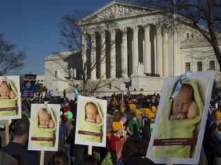 Những người ủng hộ cuộc sống tập trung gần Tòa án Tối cao Hoa Kỳ ở Washington vào ngày 19 tháng 1 năm 2018 (Ảnh: Tyler Orsburn / CNS)