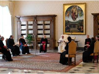 Đức Thánh Cha Phanxicô đọc bài diễn văn chung của ngài trong thư viện của Cung điện Tông Tòa ngày 31 tháng 3 năm 2021. (ảnh: Vatican)