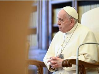 Đức Thánh Cha Phanxicô tổ chức buổi Tiếp kiến Chung hàng tuần của mình trong Thư viện của Cung điện Tông Tòa của Vatican vào ngày 5 tháng 5 năm 2021. (ảnh: Mazur / catholicnews.org.uk. / Vatican Media)