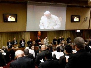 Đức Thánh Cha Phanxicô dẫn đầu một phiên họp của Thượng Hội đồng Giám mục về Amazon tại Vatican vào ngày 15 tháng 10 năm 2019, ảnh tập tin. Giáo hoàng đã quyết định rằng đại hội đồng tiếp theo của Thượng Hội đồng Giám mục sẽ nhóm họp vào mùa thu năm 2022. (Nguồn: CNS photo / Paul Haring)
