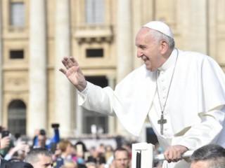 Đức Thánh Cha Phanxicô đến Quảng trường Thánh Phê rôcho buổi Tiếp kiến Chung hàng tuần (Truyền thông Vatican)