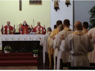 Đức Hồng y Seán O'Malley cử hành Thánh lễ trong hội nghị thượng đỉnh về bảo vệ an toàn ở Warsaw, Ba Lan, ngày 20 tháng 9 năm 2021./ epkopat.pl