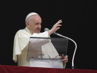 Đức Thánh Cha Phanxicô chào đón các tín hữu trong giờ nguyện Kinh Truyền Tin hôm Chúa nhật ngày 26 tháng 9 năm 2021 (Ảnh: Truyền thông Vatican)