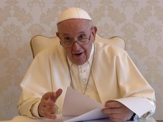 Trong khi trợ cấp của chính phủ đôi khi là hoàn toàn cần thiết để giúp một gia đình tồn tại, thì việc tạo việc làm là điều sẽ giúp họ phát triển, Giáo hoàng Francis nói trong một thông điệp video được phát tại một hội nghị kinh doanh ở Argentina ngày 14 tháng 10 năm 2021( Ảnh chụp màn hình CNS/ Truyền thông Vatican)