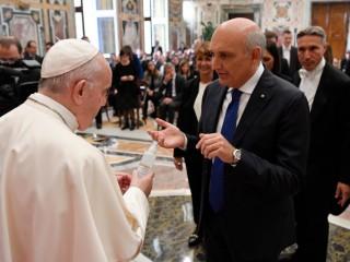 Đức Thánh Cha Phanxicô gặp gỡ những người tham gia trong một đại hội do Hiệp hội Dược phẩm Bệnh viện và Dịch vụ Dược phẩm của Cơ quan Y tế Ý thúc đẩy tại Vatican, ngày 14 tháng 10 năm 2021./ Vatican Media.